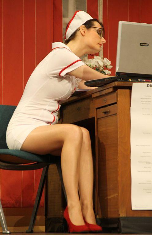 Als weiblicher Pendant zum attraktiven Mehmet war auch die hübsche Stefanie Wernert als frivole Krankenschwester in ihrem figurbetonten Outfit eine Augenweide auf der Bühne.