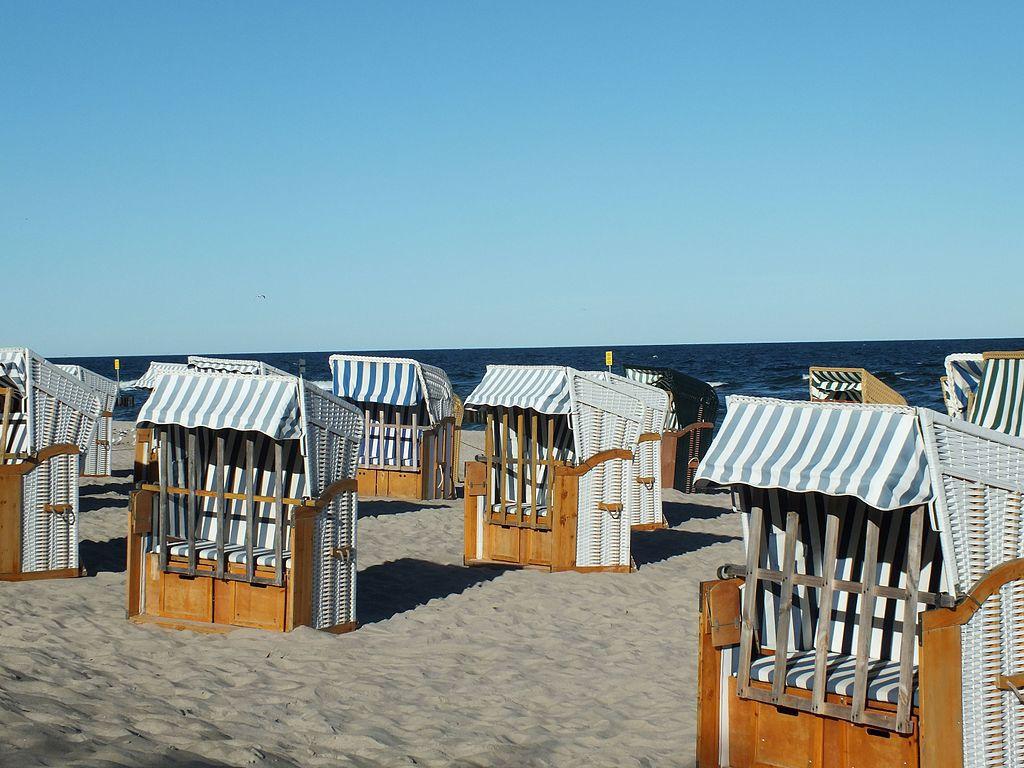 Abri de plage sur la mer Baltique à Kołobrzeg en Pologne - Photo d'Aw58