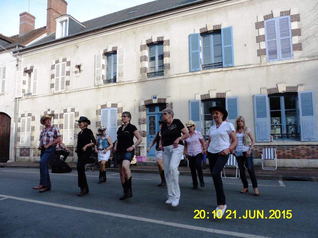 Fête de la musique animée par Cowboy Country 45 à Chatillon Coligny