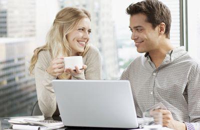 Flirt avec un collègue : comment s'y prendre ?