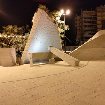 Théâtre Sherover, voir le sculpteur Yechiel Shemi,