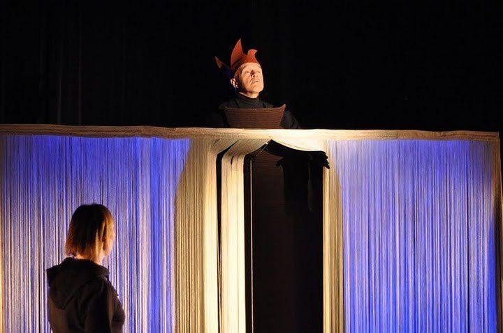 De Nathalie Papin. Spectacle tout public dès 7 ans et adultes sensibilisés au contes et au théâtre de l'imaginaire. . Compagnie Rouge banane Théâtre. www.rouge-banane.fr