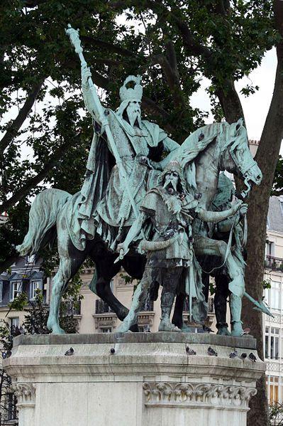 STATUE DE CHARLEMAGNE A PARIS
