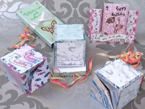 Carte - Boomf - Card - Explosives - Cubes - Texte - Boite - CM600 - Scan N Cut - Femme - Fleurs - Anniversaire