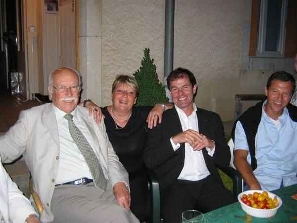M Jacques GROSPERRIN, député de notre circonscription est venu rendre visite aux habitants des Vaîtes vendredi 31 août.  Accompagné de son épouse, Françoise, il a rencontré en toute simplicité les maraîchers, des habitants du quartiers ainsi qu'une partie des membres du conseil d'administration de l'association les Vaîtes.