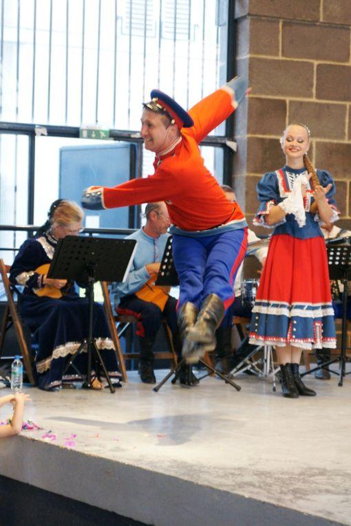 Dans le cadre du festival 2009 des Cultures du Monde hors les murs de Gannat, la ville d'Aigueperse avait le grand plaisir et l'honneur d'accueillir les Cosaques d'Azov dont voici quelques clichés.