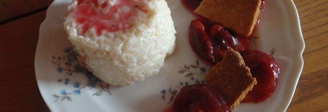 Riz au lait, prunes rôties et sablé vanille