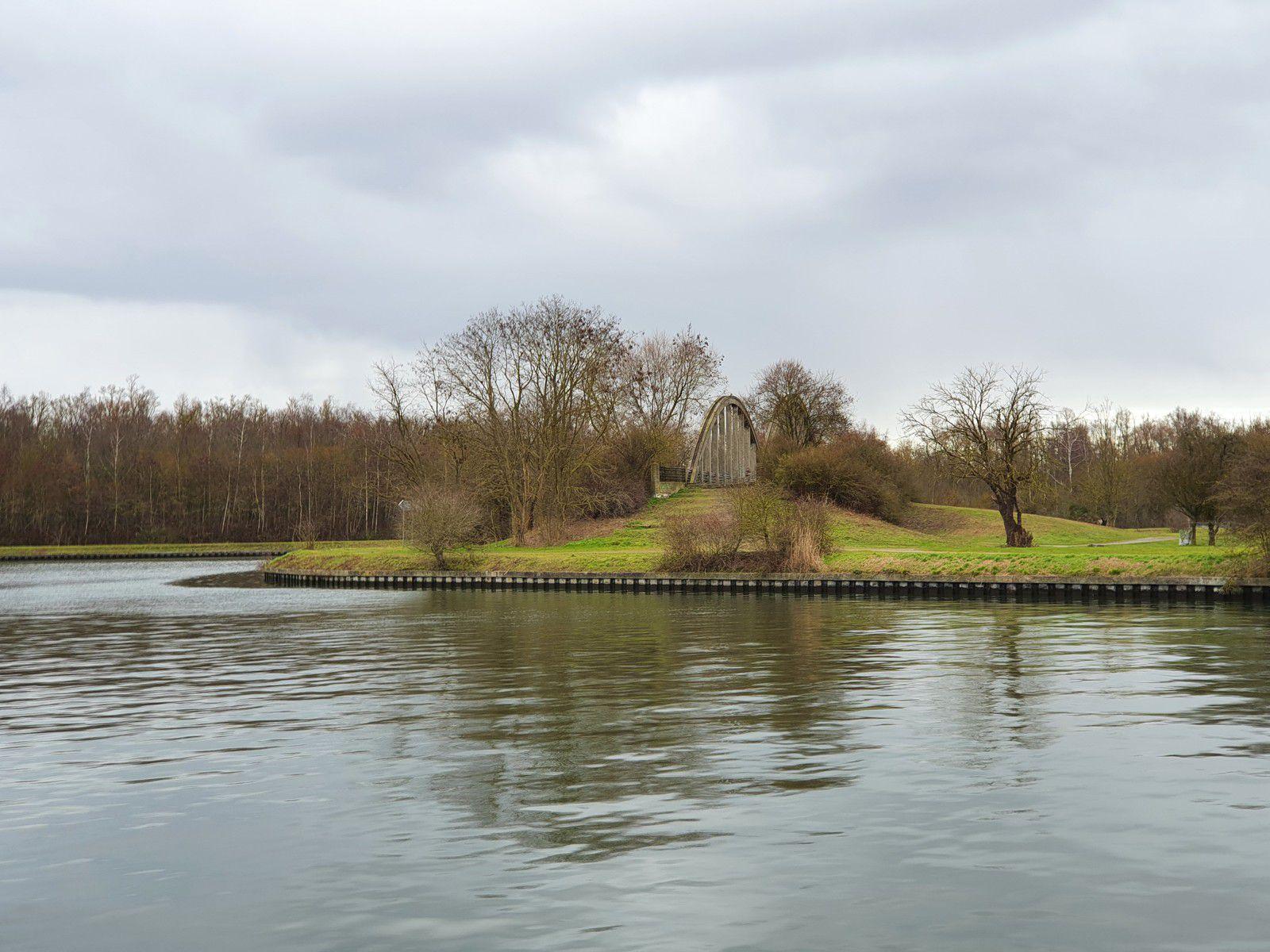 L'Île aux Saules et le canal d'Aire, à Billy-Berclau