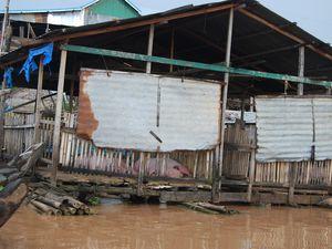 Pagodes, pêcheurs, maisons flottantes,  cultures ....