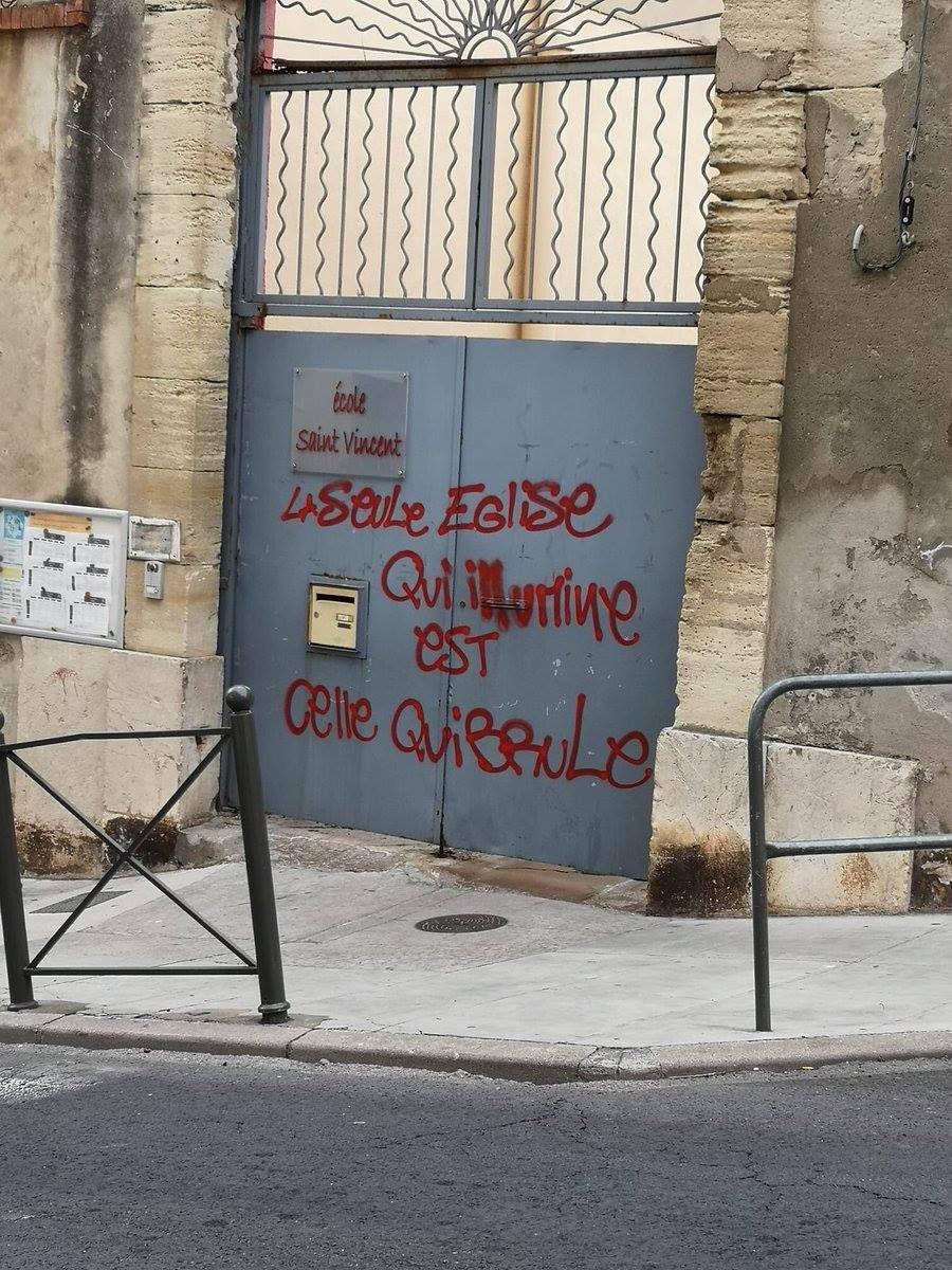 1) Sur France Inter, avec l'argent du contribuable. 2) Une des lianies de Satan comme aurait dit Baudelaire. 3 ) Symbole de la justice, la balance a besoin de retrouver l'équilibre.