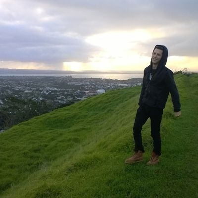 Road trip with Callum - Auckland, Mount Eden, Piha beach, Coromandel, Hot Water beach, Cathedral Cove, Clarks beach, Mount Wellington and our lucky Toyota Hiace