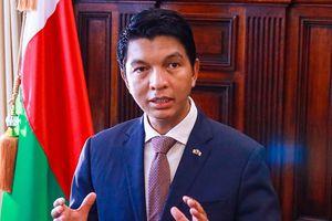 « L'OMS m'a offert 20 millions de dollars pour mettre des toxines dans mon remède Covid-19 » (président de Madagascar qui quitte sans délai l'organisation)