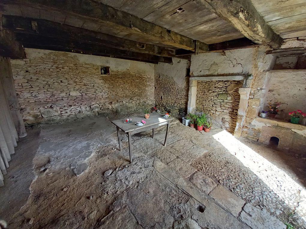 - Aizecq, église Saint-Pierre, logis et maison natale de saint Pierre Aumaître -