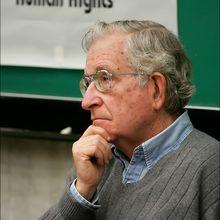 """Noam Chomski: """"Hablar de soberanía colombiana es un chiste"""""""