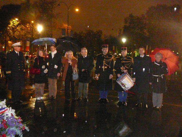 Dépôt de gerbe de la Fondation de la France Libre le 7 nov en présence de l'UGF. Dépôt de gerbe de l'UGF, le 9 novembre. Champs Elysées statue du général de Gaulle