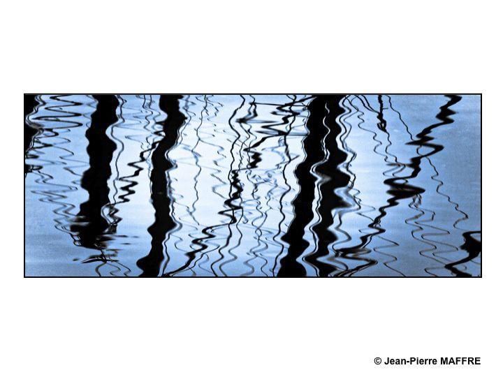 Des reflets de mâts et de cordages sans cesse renouvelés.