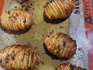 Hasselback potatoes au parmesan (pommes de terre rôties à la suédoise)