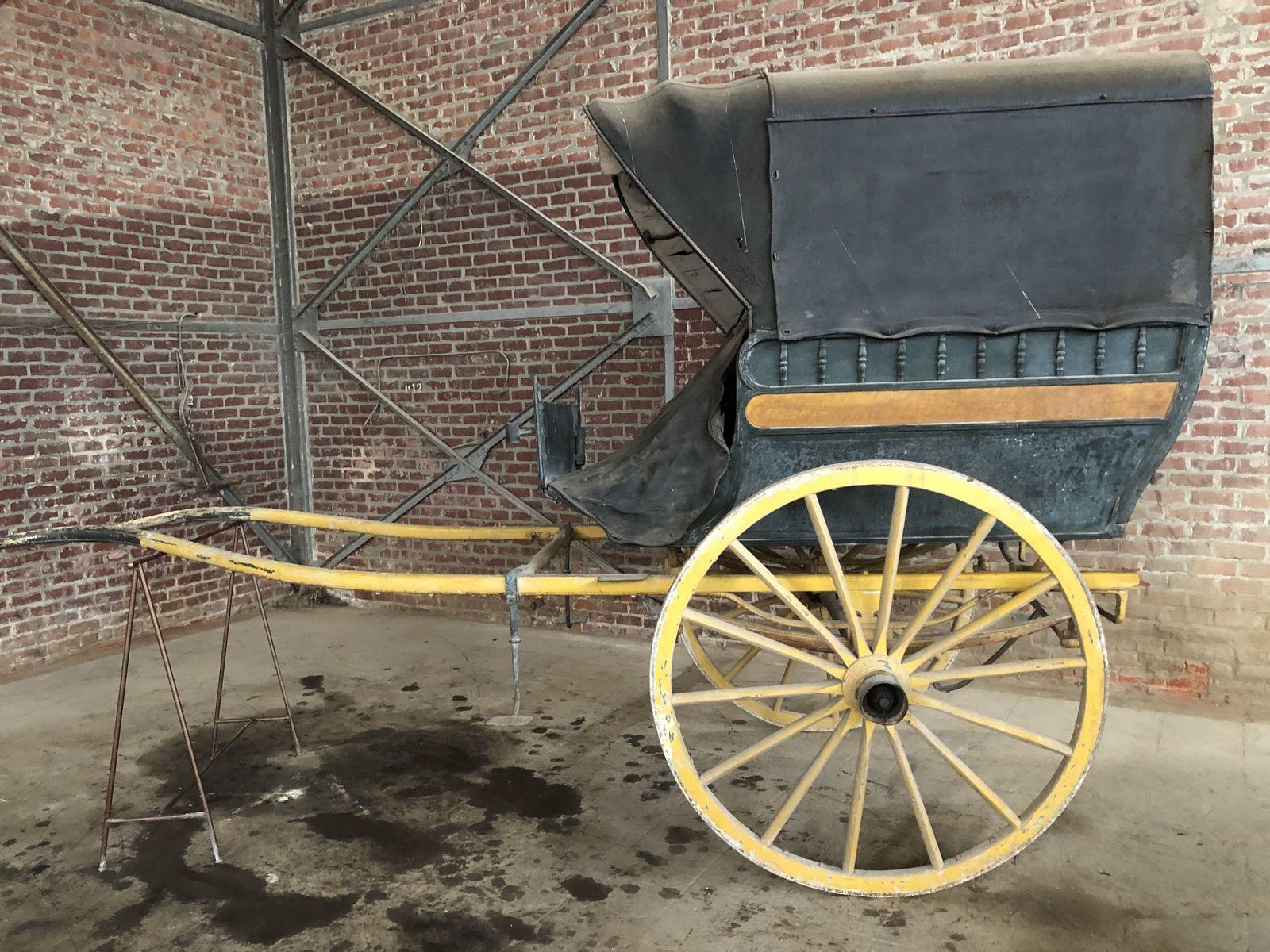 Grande charrette avec tablier cuir. Epoque: vers 1880.