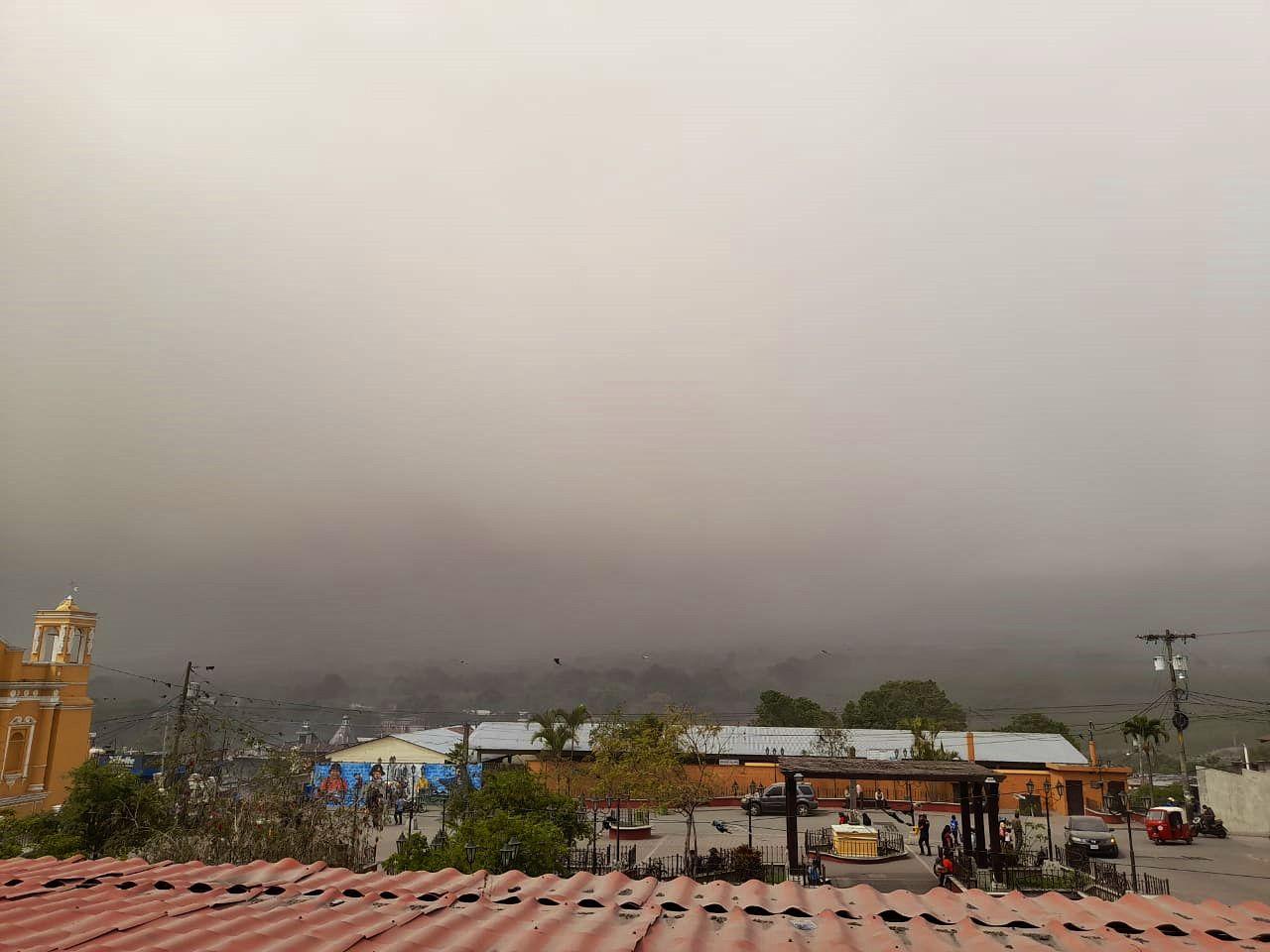 Fuego - atmosphère de chutes de cendres ce 14.02.2021  - photo Conred