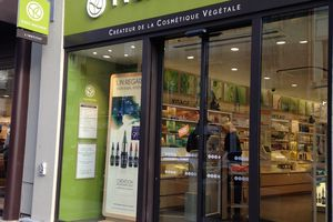 "Visite guidée Yves Rocher (2/2) : nouveau concept ""Botanical Beauty Lab"""