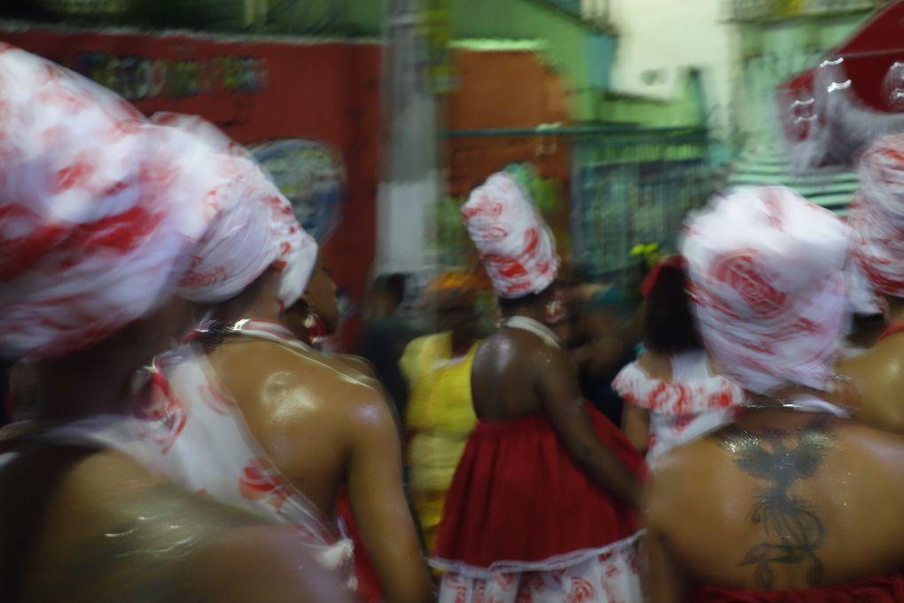 Groupe de maracatu, dans les rues d'Olinda (État du Pernambouc).