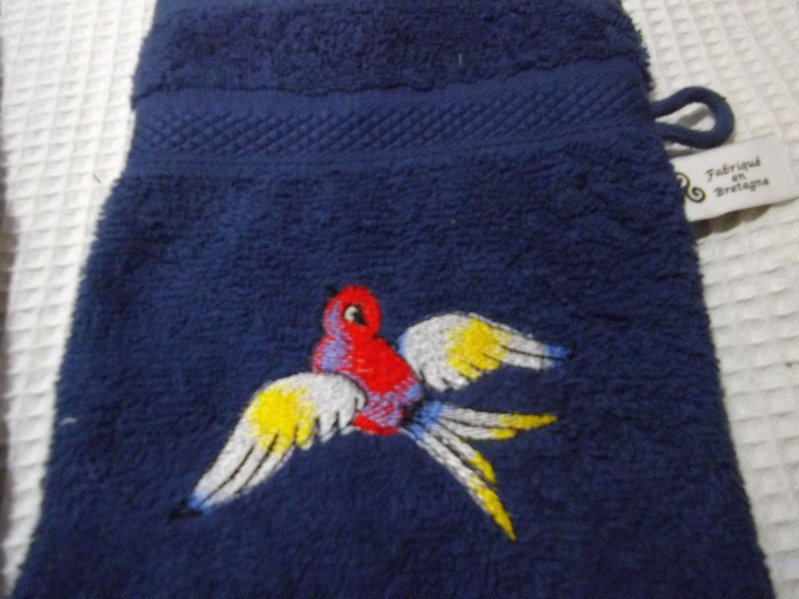 serviettes et gants brodées