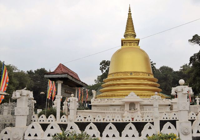 Golden temple - Dambulla - Sri Lanka