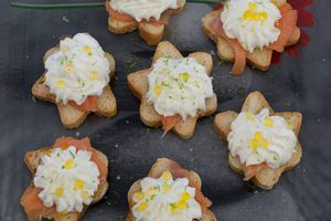 Toasts saumon chantilly chèvre miel au citron de Menton