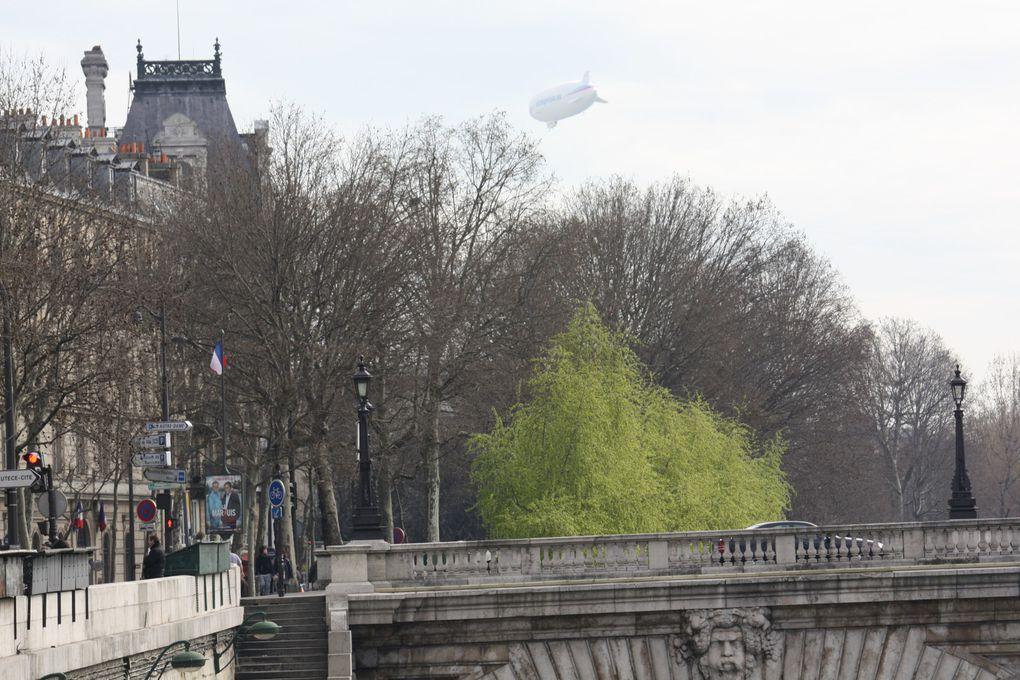 Du 12 au 20 mars 2011, un ballon dirigeable, affrété par Airshipvision, survolera Paris à basse altitude... Photo: E. CRIVAT (13/03/2001)