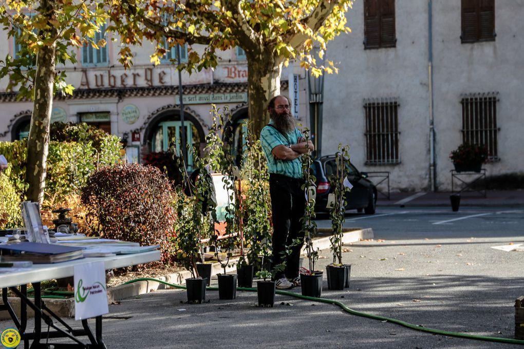 Castellane  : journée pressage de Fruits , conférence de Pauline Mayer musée de la Roudoule