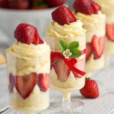 Bon appétit - Nourriture - Verrines - Fraises - Chantilly - Gourmandises - Photographie - Wallpaper - Free