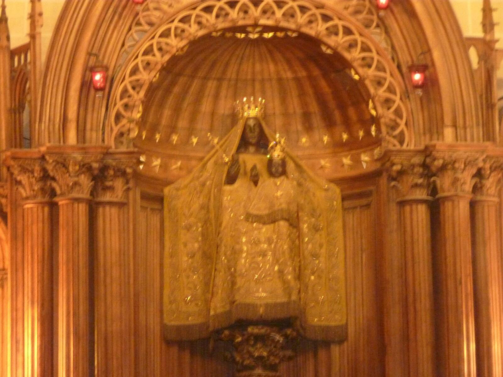 Notre Dame du Pilier à Chartres .