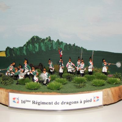 DRAGONS A PIED .....................16éme REGIMENT ,LE DIORAMA