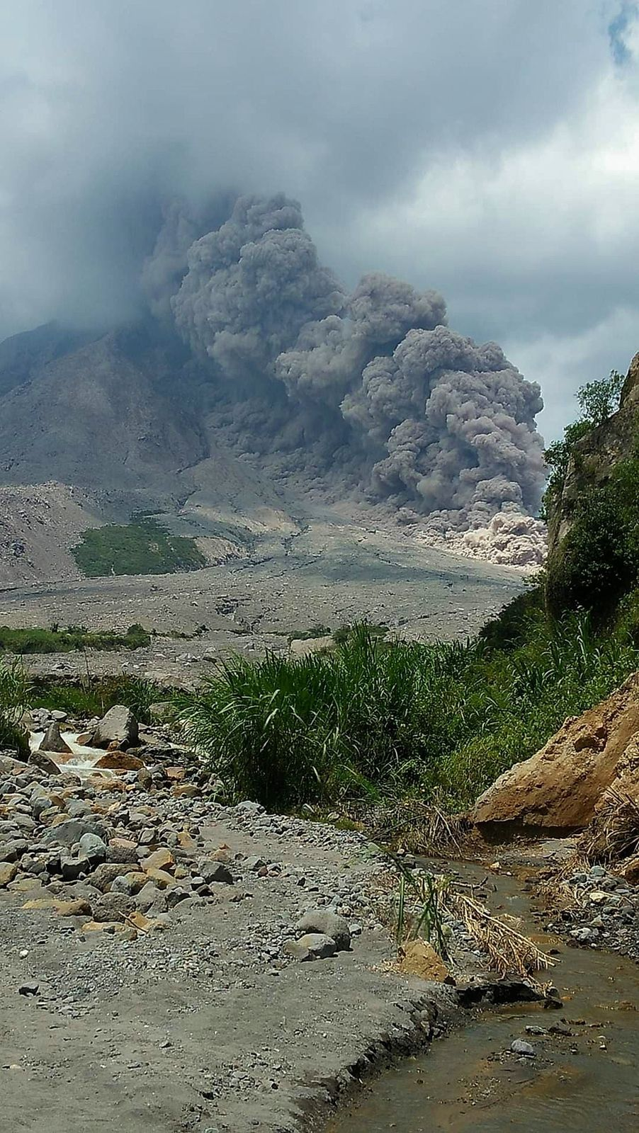 Sinabung - coulée pyroclastique du 30.10.2020 - photo Sadrah Peranginangin