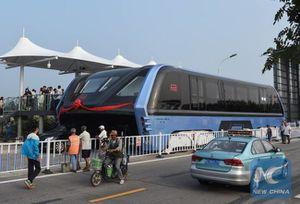 La Chine commence à tester son bus qui passe par-dessus le trafic