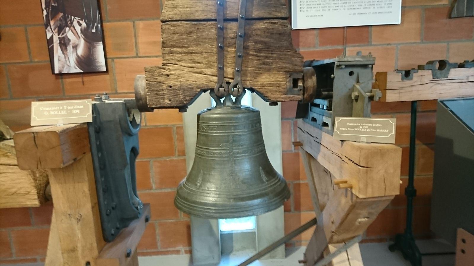 Déjeuner à Souvigny en Sologne, l'après midi visite le Musée Bollée à Saint Jean de Braye.