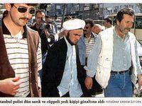 Des manifestants du 11 mai 1997, place de Sultanahmet à Istanbul (Milliyet, 12 mai 1997). Cliquer pour agrandir