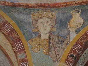 L'une des Vierges Sages  et St Denis au centre de la Chapelle des Moines à Berzé la ville