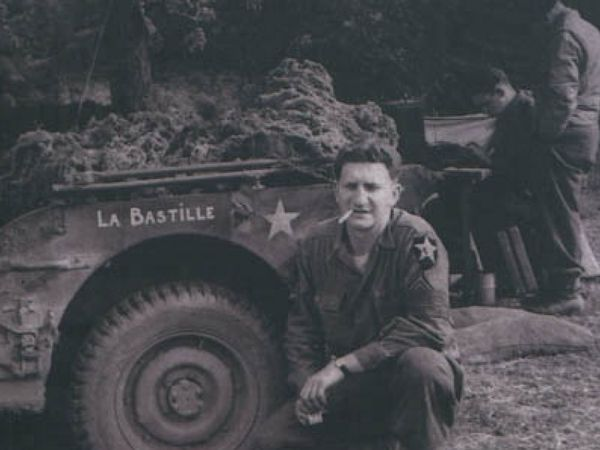 Juin 1944 : Bernard Dargols et sa jeep « La Bastille » - Extrait du livre « Bernard Dargols, un GI français à Omaha Beach » par Caroline Jolivet.