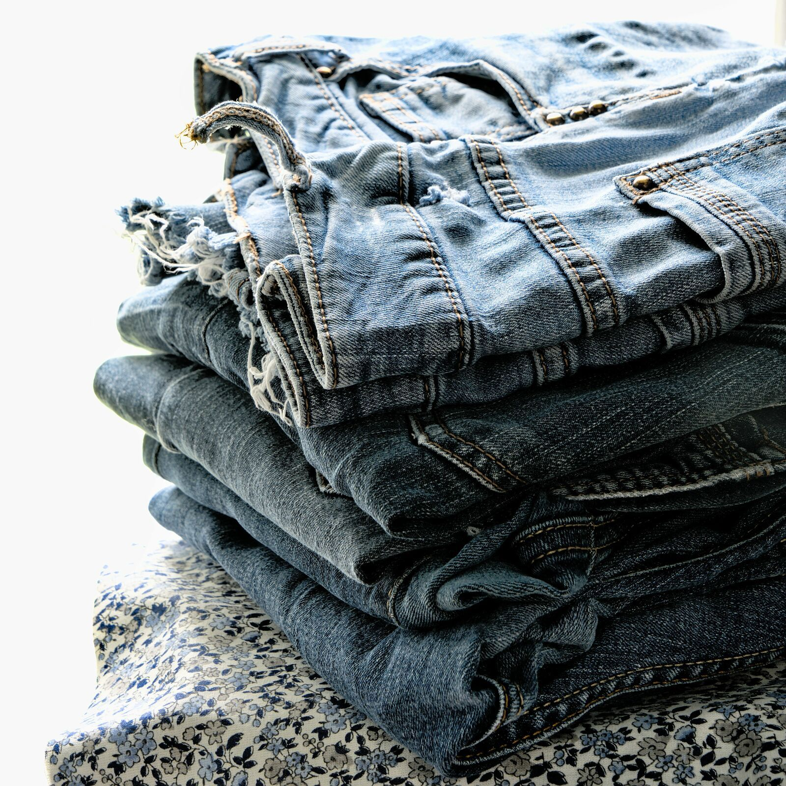 4 - Jeans