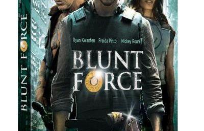 Blunt Force Trauma (2015) (BANDE ANNONCE) avec Mickey Rourke, Freida Pinto, Ryan Kwanten, Carolina Gomez, Jon Mack