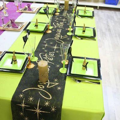 Une nouvelle table de Noël en vert, noir et or !