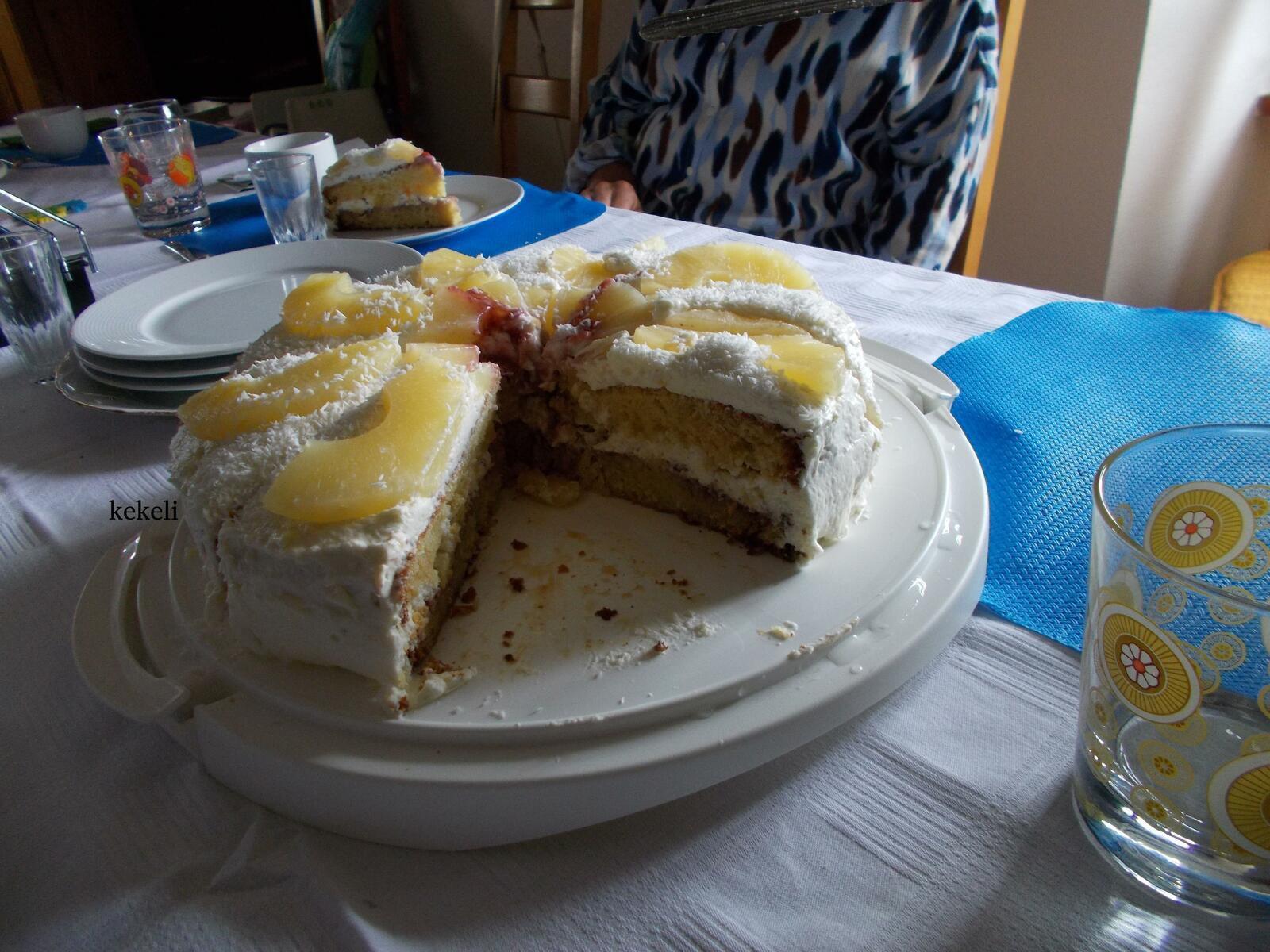 Gâteau de fête à l'ananas