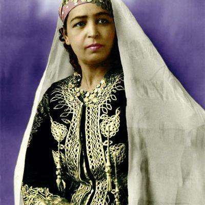 Photo d'algérienne d'autrefois (retouchée et colorée)