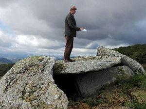 "De haut en bas: dolmen I de Candadès (Viala-du-Tarn), dolmen II de Candadès (Montjaux) (""Tioulo Lebado"" - avec Rémi Azémar), dolmen de Ladepeyre (Viala-du-Tarn), dolmen de Mas Roucous (Salles-Curan)"