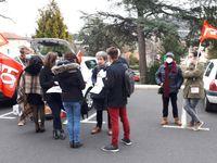 Suppressions de postes dans les lycées et collèges : 150 manifestants devant l'Inspection Académique