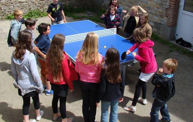 CM1 la nouvelle table de ping-pong