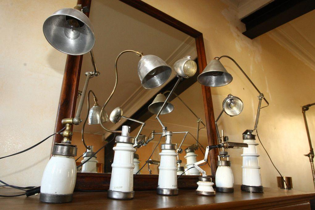 Quelque unes de mes créations de lampes, bien serrées sur les meubles, faute de place....