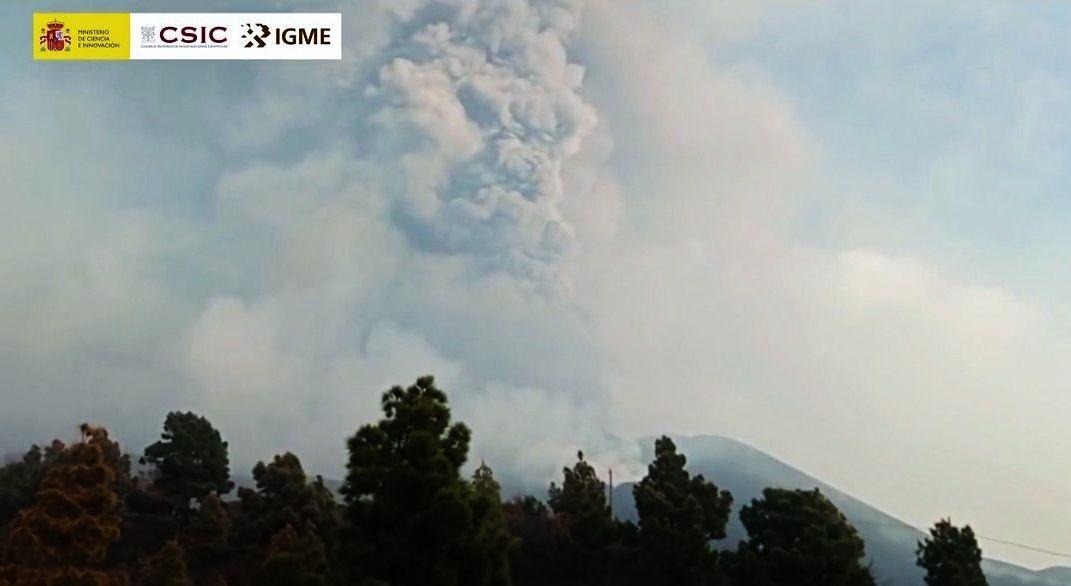 La Palma /Cumbre Vieja -  émissions de gaz et pyroclastes par le nouvel évent - photo CSIC 15.10.2021