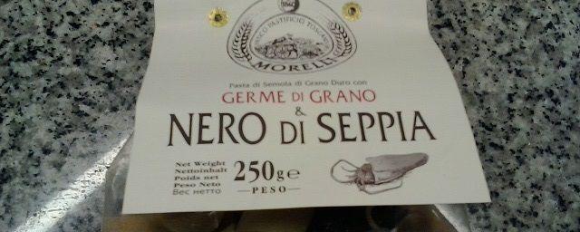 """Calamari: pasta di semola dell'Antico Pastificio Toscano Morelli con germe di grano e nero di seppia al Misto Mare surgelato """"Mare"""""""